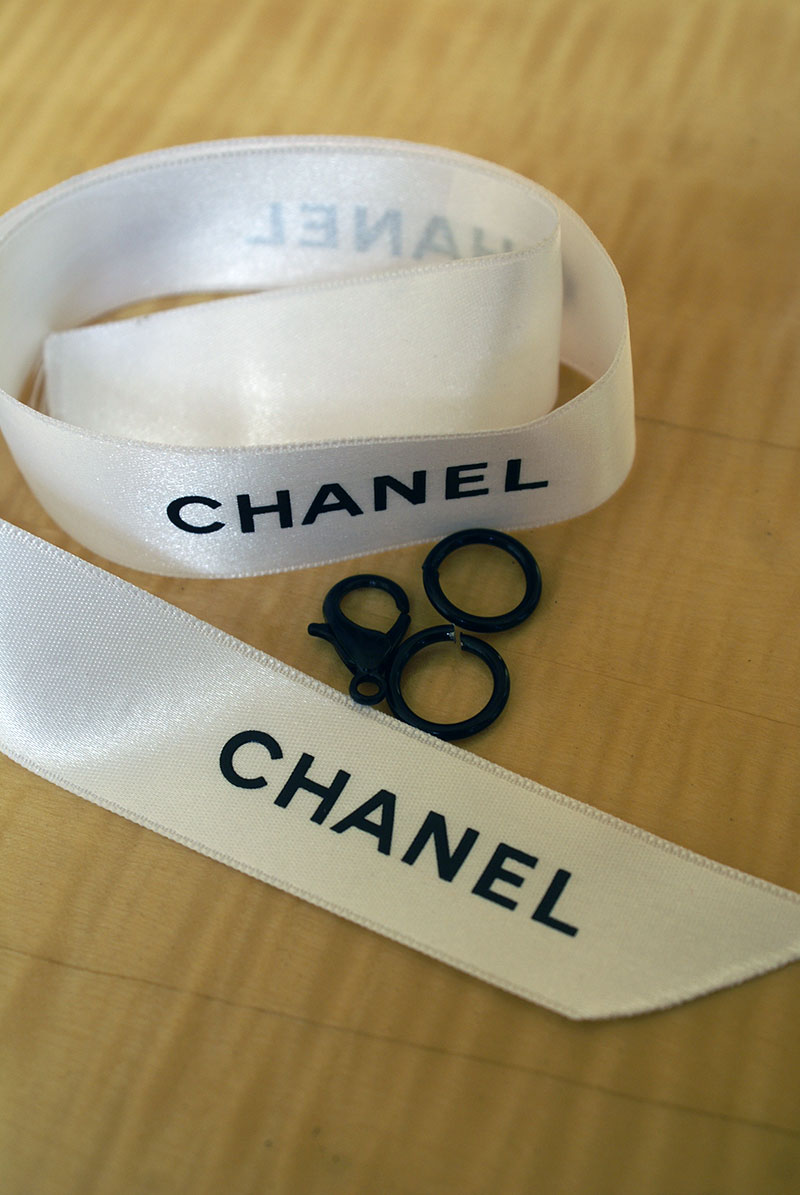 Chanel Ribbon D-I-Y Choker. Essentials. Alwaysuttori.com. 2016.