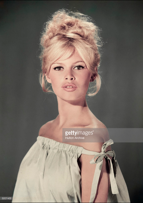 Brigitte Bardot - Photo Credit: Hulton Archive - gettyimages.com - 3207400.Always Uttori New Year | Bardot Black. Alwaysuttori.com