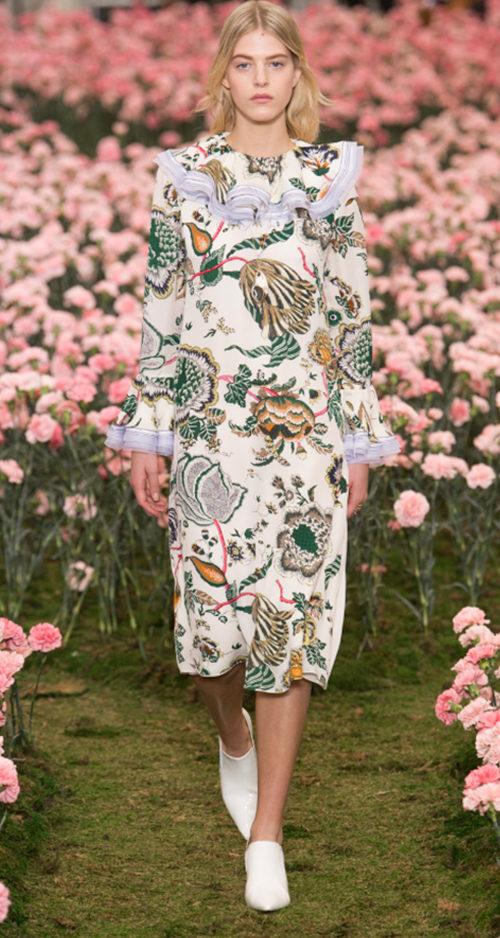Tory Burch Fall 2018. Photo Credit: Yannis Vlamos via Vogue.com. Fall Fashion Guide for INTJ Fashionistas. Alwaysuttori.com.